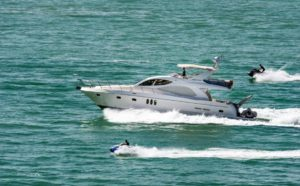 действия лодки аквабайк